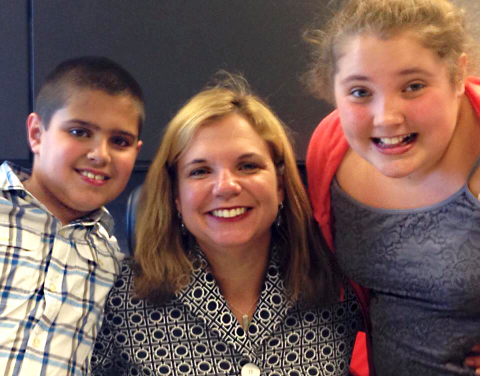 Lung cancer survivor Courtney Cole and her children.
